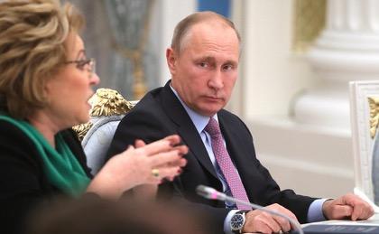 Путин пообещал помощь за рождение первого ребенка