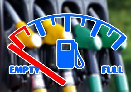 В Латвии стремительно подорожает бензин