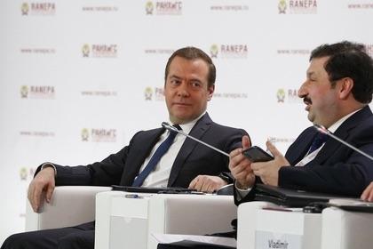 Медведев опроверг рост безработицы из-за технологического прогресса