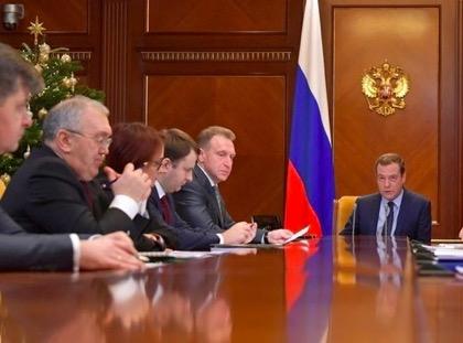 Медведев требует работать всем слаженно и дисциплинированно