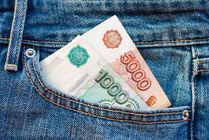 Российские чиновники хотели бы увеличить оклады на 60%