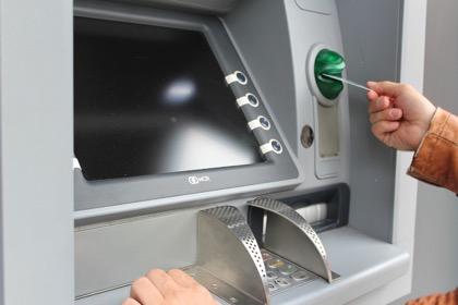 Некоторые банкоматы перестали принимать купюры номиналом5000 рублей
