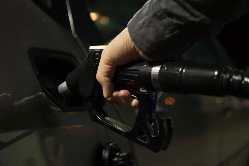 Бюджет РФ доплатит за ограничение цен на бензин