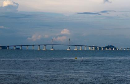 Си Цзиньпин открыл самый длинный морской мост в мире из Китая в Гонконг