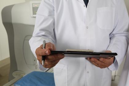 Средняя зарплата московских врачей превысила 136 тысяч рублей