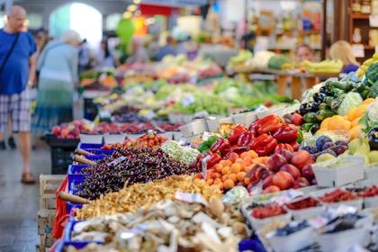Мантуров: необходимо ослабить регулирование торговли