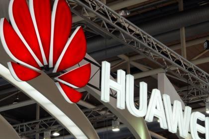 Huawei посетовал на неумение США конкурировать