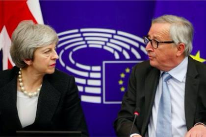 Юнкер и Мэй договорились о страховке по вопросу об ирландской границе