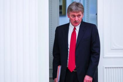 """Песков назвал """"вольными упражнениями"""" статью о сохранении власти у Путина"""