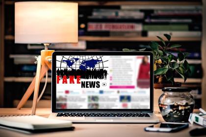 Вступили в силу законы о фейковых новостях и оскорблении власти