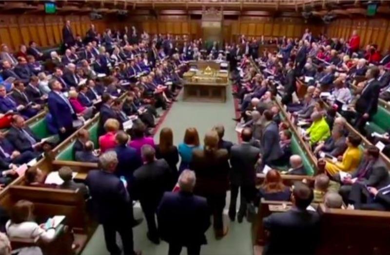 Британский парламентотвергвсе вариантыBrexit