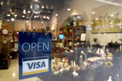 Visa повысит сумму покупки без ПИН-кода до 3000 рублей