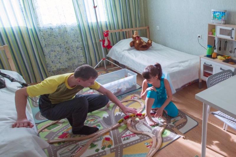 Приемные семьи воспитывают почти 93% всех московских детей-сирот