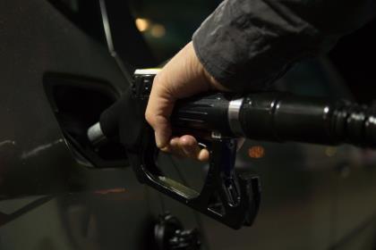 Правительство продлит соглашение с нефтяниками о заморозке цен на топливо