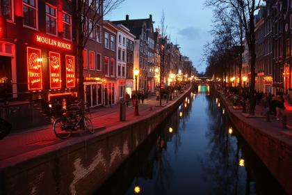 В 2020 году в Амстердаме запретят экскурсии по кварталу красных фонарей