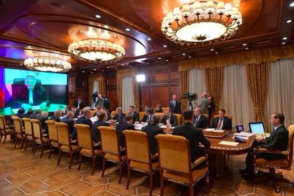 Медведев напомнил о недопустимости необоснованного роста цен на топливо для аграриев