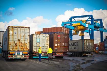 Профицит российской торговли в январе-феврале вырос на 4%