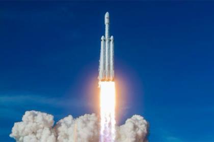 При запуске рукеты Falcon Heavy все три ускорителя приземлились успешно