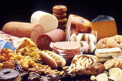 Россиянам могут запретить привозить из-за рубежа сыр и хамон