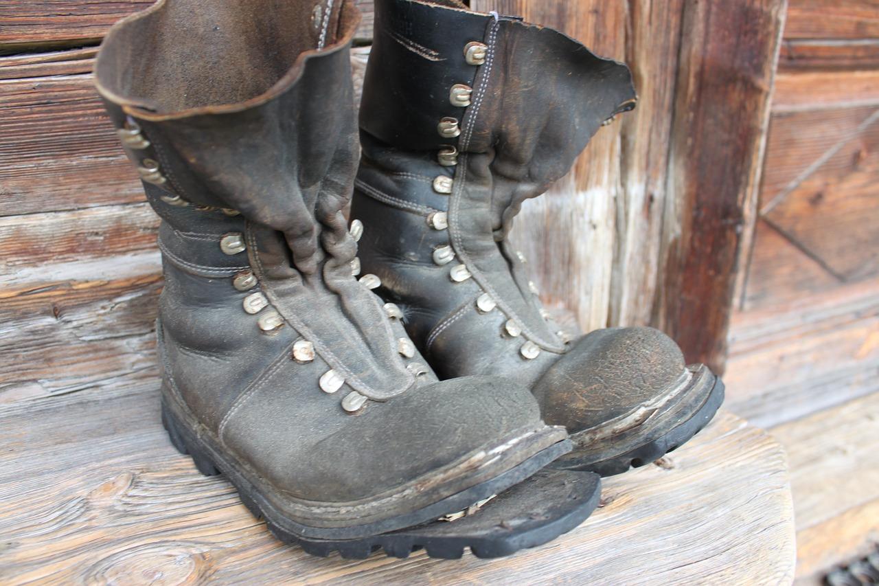 Кремль попросил Росстат разъяснить данные о нехватке денег на обувь