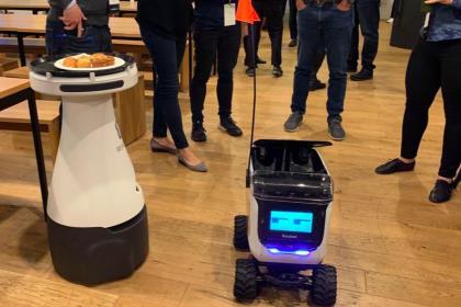 Роботы захватывают цепь поставки еды от фермы до клиента