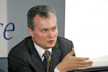 Экономист Науседа уверенно победил на выборах президента Литвы