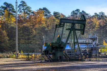 Нефть дешевеет на опасениях экскалации торговой войны