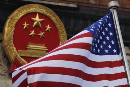 """Пекин выразил надежду на отмену """"неуместных мер"""" США против китайских компаний"""