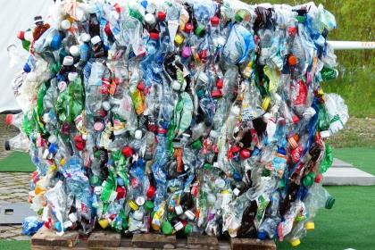 «Магнит» начал принимать пластиковые бутылки и алюминиевые банки