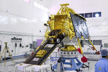 Индия запустила к Луне межпланетную станцию с луноходом