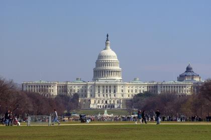 Палата представителей США проголосовала против резолюции об импичменте президента