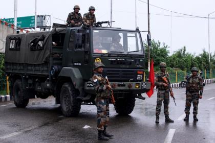 Индия отрезала Кашмир от связи и арестовала местных политиков