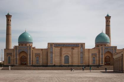 Узбекистан отпустил нацвалюту в свободное плавание