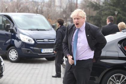 Противники жёсткого Brexit одолели Бориса Джонсона в первом раунде