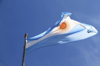 Левоцентрист Фернандес побеждает на президентских выборах в Аргентине