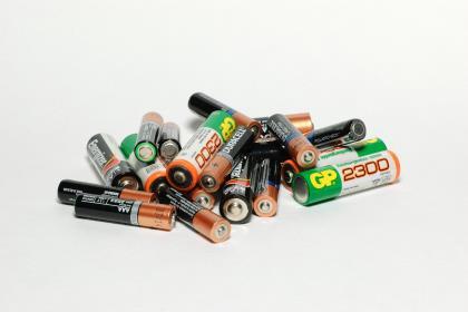 Минприроды запретит выбрасывать батарейки в мусоропроводы и урны