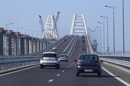 Запуск грузовых поездов по Крымскому мосту отложен из-за археологической находки