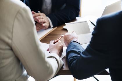 Козак подготовил альтернативный законопроект о защите инвесторов