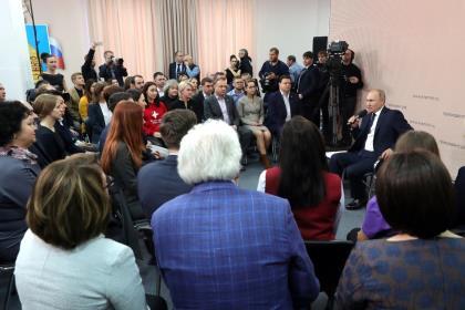 Путин предложил улучшить структуру потребительской корзины