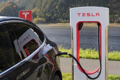 Капитализация Tesla превысила рекордные $140 млрд