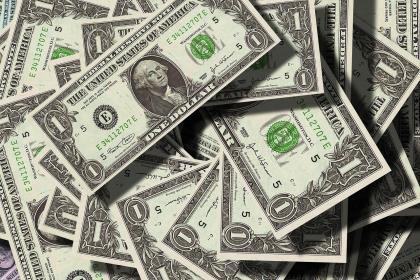 В феврале россияне забрали из банков валюту почти на $2 млрд