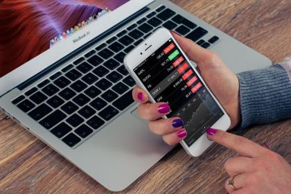 Стоимость Apple снизилась до менее $1 трлн