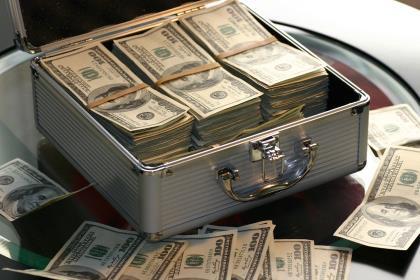 За март россияне забрали из банков вклады в иностранной валюте на 315 млрд рублей